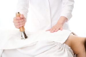 出張専門こしがや鍼灸治療所 鍼灸治療の様子